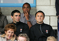 Photo: Paul Thomas.<br /> Chester City v Swindon Town. Coca Cola League 2. 01/09/2006.<br /> <br /> Paul Ince (C) new Swindon player/coach sits behind his manager Dennis Wise (R) as the game starts.