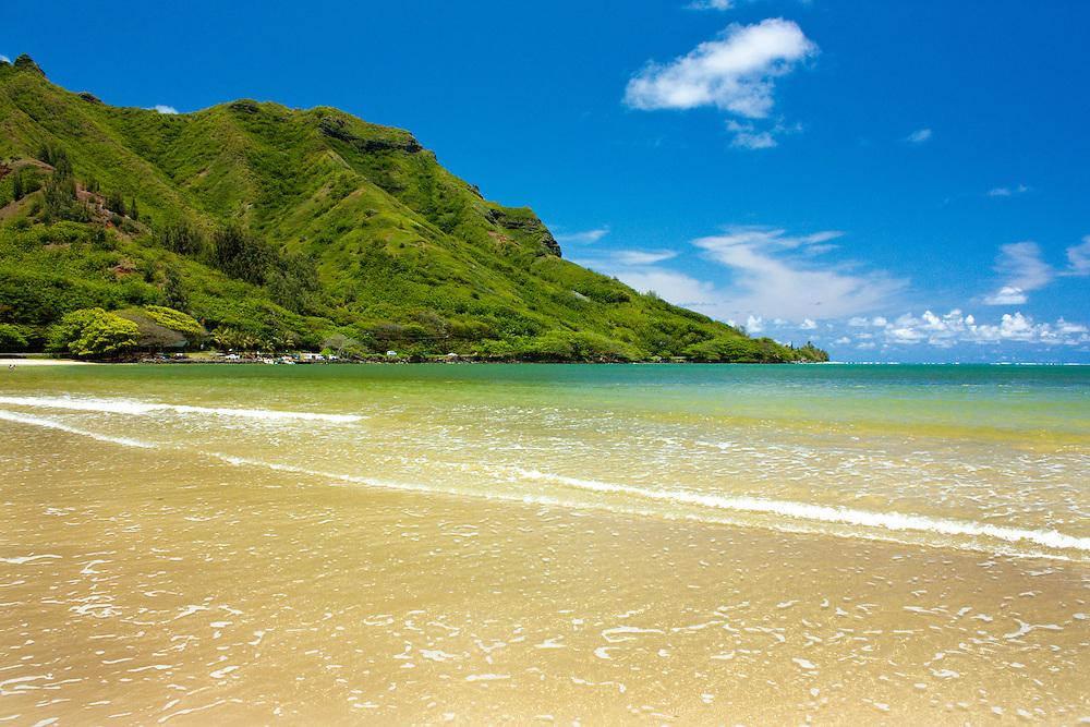 Kahana Bay beach, Oahu, Hawaii