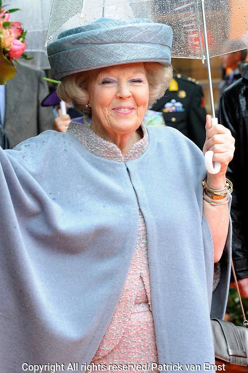 Koninginnedag 2010 . De Koninklijke familie in het zeeuwse Wemeldinge. / Queensday 2010. The Royal Family in Wemeldinge<br /> <br /> op de foto / on the photo :  Koningin Beatrix / Queen Beatrix