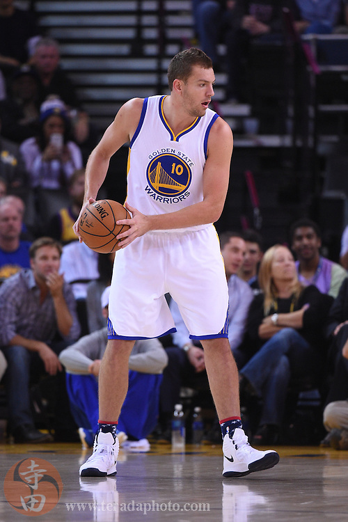 November 5, 2014; Oakland, CA, USA; Golden State Warriors forward David Lee (10) controls the basketball during the first quarter against the Los Angeles Clippers at Oracle Arena. The Warriors defeated the Clippers 121-104.