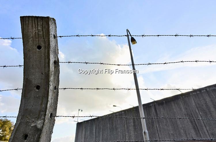 Nederland, Vught, 15-11-2018Het nationaal monument kamp Vught, waar in de 2e wereldoorlog joden en andere door de bezetter gevangen genomen mensen werden opgesloten en van hieruit getransporteerd naar vernietigingskampen. Hetv kamp ligt pal naast de justitiele inrichting, EBI, gevangenis waar ook terreurverdachten opgeloten zitten .Foto: Flip Franssen