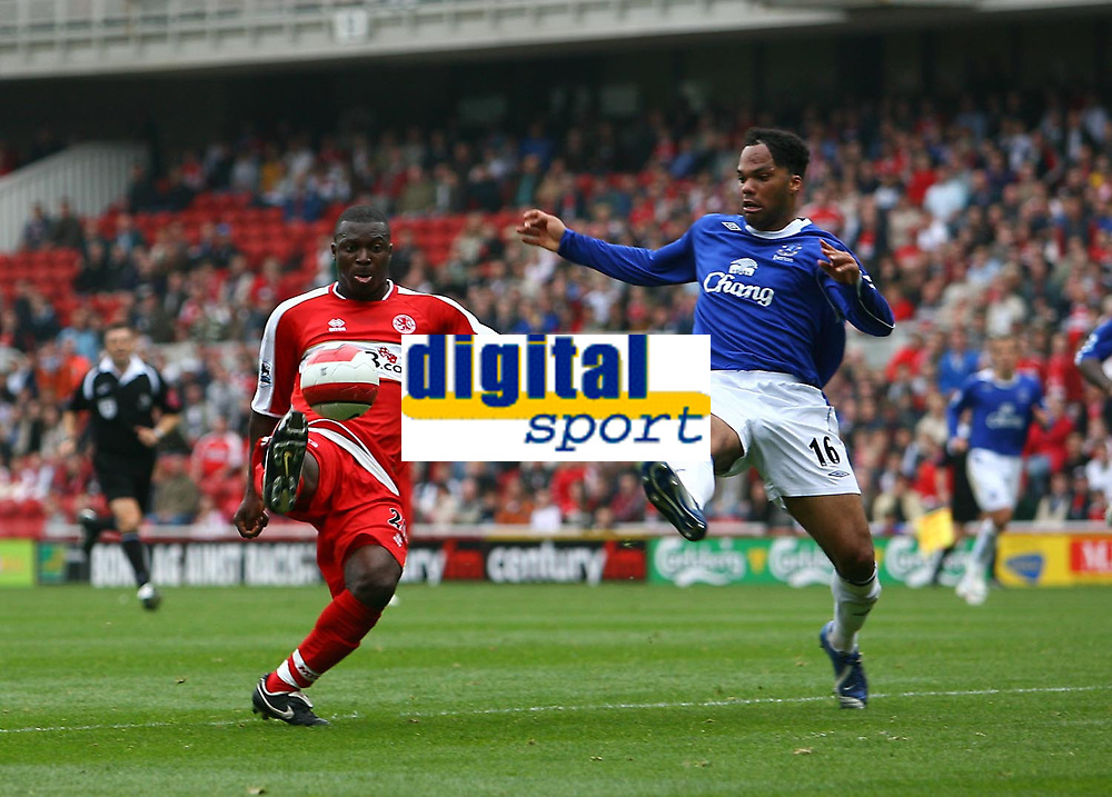 Photo: Andrew Unwin.<br />Middlesbrough v Everton. The Barclays Premiership. 14/10/2006.<br />Middlesbrough's Yakubu (L) tries to flick the ball past Everton's Joleon Lescott (R).