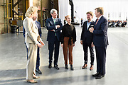 Koning Willem-Alexander tijdens het begin van de Week voor de Gezonde Jeugd in de Werkspoorkathedraal in Utrecht. Gedurende de week vinden op scholen, verenigingen en in buurthuizen activiteiten plaats die een gezonde leefstijl stimuleren.<br /> <br /> King Willem-Alexander during the beginning of the Week for Healthy Youth in the Werkspoorkathedraal in Utrecht. During the week activities take place at schools, associations and in community centers that stimulate a healthy lifestyle. <br /> <br /> <br /> Op de foto / On the photo:  Koning Willem-Alexander met o.a. zijn neef Prins Pieter-Christiaan