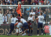 Football - 2018 / 2019 Premier League - West Ham United vs. Tottenham Hotspur<br /> <br /> Hugo Lloris (Tottenham FC) collects the high cross as West Ham pile on the pressure at the London Stadium<br /> <br /> COLORSPORT/DANIEL BEARHAM