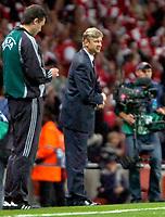 Photo: Ed Godden/Sportsbeat Images.<br /> Arsenal v Sevilla. UEFA Champions League Group H. 19/09/2007. Arsenal Manager, Arsene Wenger, looks on as his team score to make it 3-0.