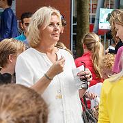 NLD/Amsterdam/20150628 - Premiere Minions, Irene Moors en zoon Indy