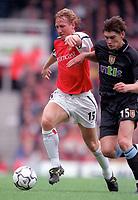 Ray Parlour (Arsenal) holds off Gareth Barry (Aston Villa). Arsenal v Aston Villa. FA Premiership, 14/10/00. Credit: Colorsport.