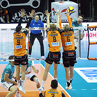 17.10.2020, Max Schmeling Halle, Berlin, GER, 1.VBL, BR VOLLEYS VS. SWD powervolleys Dueren, <br /> im Bild <br /> Timothee Carle (BR Volleys #9)#, Anton Brehme (BR Volleys #8), Sergey Grankin (BR Volleys #6),<br /> Tobias Brand (Dueren #10)<br /> <br />    <br /> Foto © nordphoto /  Engler<br /> Foto © nordphoto /  Engler