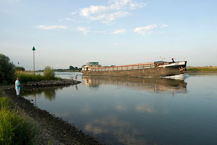 Gelderland, 15 juli ,2010.Landelijk gebied langs de IJssel..(c)Renee Teunis.