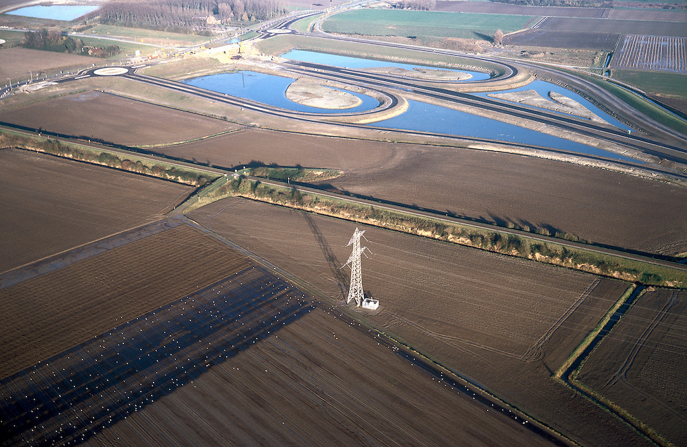 Nederland, Zeeland, Zeeuwsch-Vlaanderen, 15/11/2001; toekomstig verkeersplein aan de Herbert Dowweg, geeft aansluiting op de nabij gelegen Noordelijke inrit  Westerscheldetunnel; diaginaal midden: goederen spoorweg naar Dow Chemical; half klaverblad constructie weg viaduct; zie ook andere (lucht)foto's van deze lokatie.<br /> luchtfoto (toeslag), aerial photo (additional fee)<br /> photo/foto Siebe Swart
