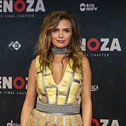 NLD/Amsterdam/20191118 - Filmpremiere Penoza: The Final Chapter, Kim Feenstra in een jurk gemaakt van Isolatiemateriaal