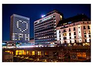 Danmark lukker ned pga af Corona-virus. Radisson Collection Royal Hotel i indre København havde torsdag aften tændt lyste i udvalgte værelser, så det udefra dannede et hjerte og bogstaverne CPH, torsdag d. 26. marts 2020.
