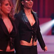 Finale Nationaal Songfestival 2005, achtergrond danseres