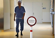 Nederland, Nijmegen, 26-6-2012Op de ok afdeling  is een bord neergezet bij de ingang van een operatiekamer om onnodig in en uitlopen te voorkomen. Dit in verband het ontstaan van wondinfectie tijdens de ingreep.Foto: Flip Franssen