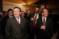 13 JAN 2003, BERLIN/GERMANY:<br /> Gerhard Schroeder (L), SPD Bundeskanzler, und Franz Muentefering (R), SPD Fraktionsvorsitzender, im Gespraech, Neujahrsempfang der SPD Bundestagsfraktion, Fraktionsebene, Deutscher Bundestag<br /> IMAGE: 20030113-02-031<br /> KEYWORDS: Gespräch, Franz Müntefering, Gerhard Schröder