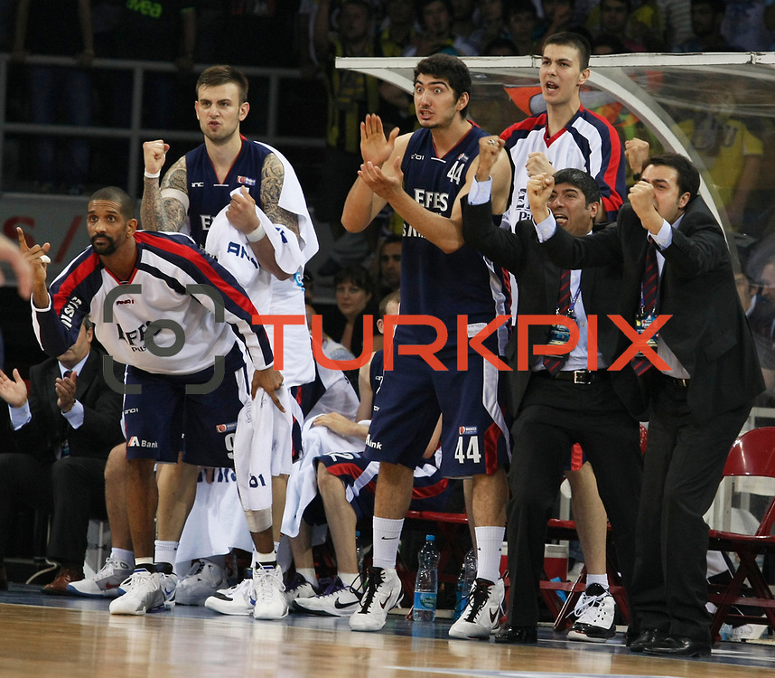 Efes Pilsen's players (Left to Right) Preston SHUMPERT, Mario KASUN, Ali ISIK, Dusan CANTEKIN during their Turkish Basketball league Play Off Final fourth leg match Fenerbahce Ulker between Efes Pilsen at the Abdi Ipekci Arena in Istanbul Turkey on Thursday 27 May 2010. Photo by Aykut AKICI/TURKPIX