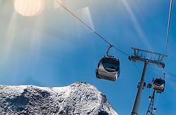 THEMENBILD - Gondeln mit Liftstützen und Berge. Das Kitzsteinhorn ist Teil der in den Hohen Tauern gelegenen Glocknergruppe und erreicht eine Höhe von 3203 m, aufgenommen am 08. August 2016, Kaprun, Österreich // Gondola with lift towers and mountains. The Kitzsteinhorn is a mountain in the High Tauern range of the Alps. It is part of the Glockner Group and reaches a height of 3,203 m. The Kitzsteinhorn glaciers are a popular ski area, Kaprun, Austria on 2016/09/06. EXPA Pictures © 2016, PhotoCredit: EXPA/ JFK