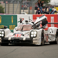 The end of the 24h race, the winning #19 Porsche at Le Mans 24H 2015