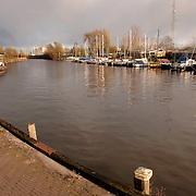 NLD/Huizen/20051129 - Haven Huizen, kade gezien vanaf de Havenstraat