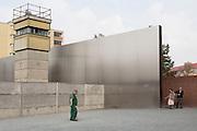 Una torretta di guardia e segmenti del muro all'interno del monumento commemorativo del Muro di Berlino.  Berlino, Germania, 2 ottobre 2014. Guido Montani / OneShot<br /> <br /> A watchtower and segments of the Wall at the Berlin Wall Memorial. Berlin, Germany, 2 october 2014. Guido Montani / OneShot
