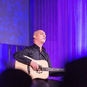 NLD/Amsterdam/20151202 - Koninklijke Familie bij uitreiking Prins Claus Prijs 2015, optreden Perhat KhaliQ