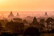 The Bagan valley at dawn - Lorenz Berna