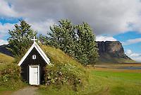 Islande. Eglise traditionnelle de Nupsstadur. // Iceland. Nupsstadur old church.