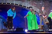 Bevrijdingsconcert - 5 mei-concert op de Amstel, Amsterdam. // Liberation Concert - 5 May concert on the Amstel<br /> <br /> Op de foto:   harpiste Lavinia Meijer en Michelle David & The Gospel Sessions