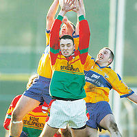4 February 2007; JJ Smith, Carlow, in action against Atephen Hickey, left, and Enda Coughlan, Clare. Allianz NFL, Division 2A, Carlow v Clare, Dr. Cullen Park, Carlow. Picture credit: Matt Browne / SPORTSFILE