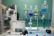 Depuratore San Rocco, il laboratorio di analisi interno all'impianto.Esame per il rilevamento dei tensioattivi amiobici presenti nel liquame.