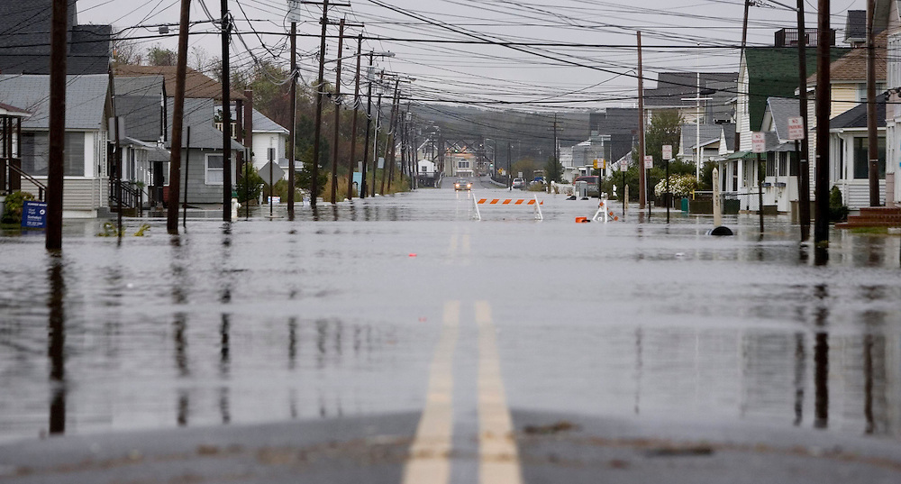 (PPAGE1) Manasquan 10/25/2005  Flooding on Brielle Road in Manasquan.  This was looking west from Beach Front.   Michael J. Treola Staff Photographer....MJT