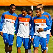 NLD/Katwijk/20100809 - Training van het Nederlands elftal, (VLNR) Leroy Fer, Vurnon Anita, Jermain Lens