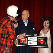 NLD/Amsterdam/20051018 - CD presentatie msucial Annie door Paul de Leeuw verkleed als Annie de Rooij, Edwin Rutten en Loekie Knol