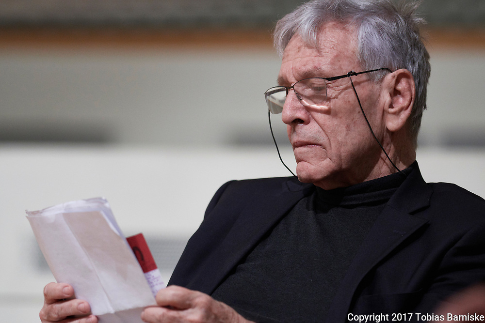 """Should the Reformation jubilee be celebrated as a """"Christusfest""""? Panel discussion on the search for an non anti-Jewish Christology. With Amos Oz, Israeli writer, waiting for addressing the audience."""
