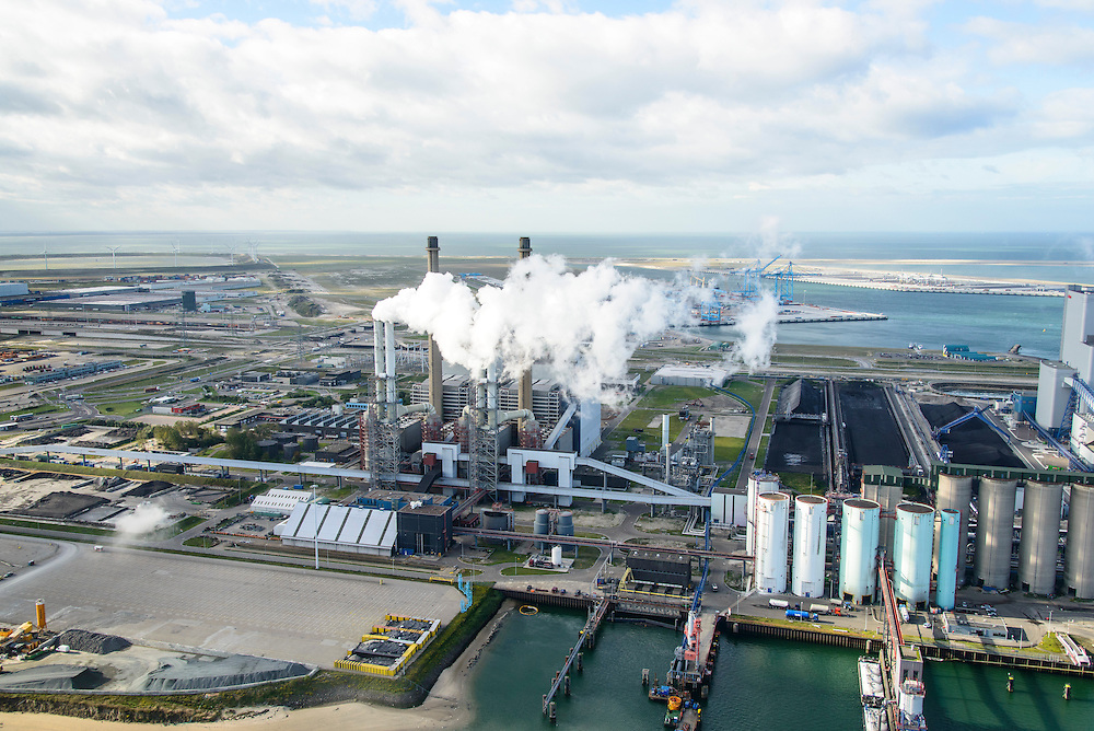 Nederland, Zuid-Holland, Rotterdam, 23-10-2013; Maasvlakte met de kolengestookte Centrale Maasvlakte van E.ON. In de achtergrond de Tweede Maasvlakte (MV2) en De Slufter.<br /> Maasvlakte with the coal-fired Maasvlakte Power Plant E.ON. In the background the Maasvlakte (MV2).<br /> luchtfoto (toeslag op standard tarieven);<br /> aerial photo (additional fee required);<br /> copyright foto/photo Siebe Swart