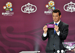 ANDRIY SCHEVCHENKO (UKRAINE) SHOWS THE TICKET OF SWEDEN DURING THE EUFA EURO 2012 QUALIFYING DRAW IN PALACE SCIENCE AND CULTURE IN WARSAW, POLAND..THE 2012 EUROPEAN SOCCER CHAMPIONSHIP WILL BE HOSTED BY POLAND AND UKRAINE...WARSAW, POLAND , FEBRUARY 07, 2010..( PHOTO BY ADAM NURKIEWICZ / MEDIASPORT / SPORTIDA.COM ).