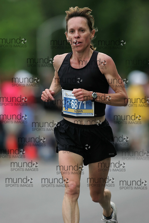 (Ottawa, ON --- May 30, 2010) SUSAN DURRELL running in the half-marathon during the Ottawa Race Weekend. Photograph copyright Sean Burges / Mundo Sport Images