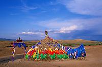Mongolie, Province de Tov, Övöö : chorten bouddhiste // Mongolia, Tov province, Ovo, buddhist monument