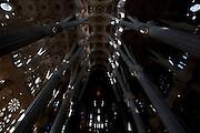 Barcelona_ESP, Brasil...Templo Expiatorio da Sagrada Familia, tambem conhecido simplesmente como Sagrada Familia, e um grande templo catolico da cidade catala de Barcelona (Espanha), desenhado pelo arquiteto catalao Antoni Gaudi, e considerado por muitos criticos como a sua obra-prima e expoente da arquitetura modernista catala em Barcelona, Espanha...The Basílica i Temple Expiatori de la Sagrada Família (English: Basilica and Expiatory Church of the Holy Family; Spanish: Basílica y Templo Expiatorio de la Sagrada Familia), commonly known as the Sagrada Família: is a large Roman Catholic church in Barcelona, Catalonia, Spain, designed by Catalan architect Antoni Gaudi...Foto: MARCUS DESIMONI / NITRO