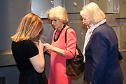 Prinses Margarita de Bourbon de Parme bij de vijftiende editie van de Sieraad Art Fair in de Gashouder op het WesterGasterrein in Amsterdam<br /> <br /> Princess Margarita de Bourbon de Parme at the fifteenth edition of the Jewellery Art Fair in the Gasometer in Westergasterrein in Amsterdam<br /> <br /> Op de foto / On the photo:  Prinses Irene en Prinses Margarita de Bourbon de Parme Prinses Irene, Tjalling ten Cate en Prinses Margarita de Bourbon de Parme