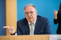DEU, Deutschland, Germany, Berlin, 03.07.2020: Sachsen-Anhalts Ministerpräsident Dr. Reiner Haseloff (CDU) in der Bundespressekonferenz zum Thema Kohleausstiegsgesetz.