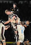 Wycombe. GREAT BRITAIN, Wasps, James GASKELL,  get to grips. in the line out with, Leo CULLEN, during the, Guinness Premiership game between, London Wasps and Leicester Tigers on 25/11/2006, played at  Adams<br />  Park,<br />  ENGLAND. Photo, Peter Spurrier/Intersport-images]