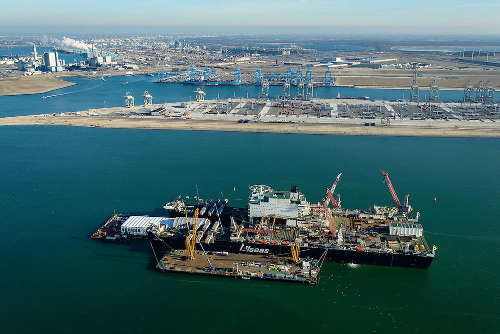 Nederland, Zuid-Holland, Rotterdam, 18-02-2015; Tweede Maasvlakte met Prinses Alexiahaven. In de haven ligt de Pioneering Spirit van offshore bedrijf Allseas (voorheen Pieter Schelte), grootste hefschip ter wereld. In de achtergrond de Prinses Amaliahaven met de containerterminals van Rotterdam World Gateway (RWG) en APM Terminals Rotterdam-MV II (APMT).<br /> Maasvlakte 2 (MV2), extension of the Port of Rotterdam. The largest crane ship of the world, the Pioneering Spirit, is moored in the Prinses Alexia harbour.<br /> luchtfoto (toeslag op standard tarieven);<br /> aerial photo (additional fee required);<br /> copyright foto/photo Siebe Swart