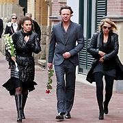 NLD/Amsterdam/20110722 - Afscheidsdienst voor John Kraaijkamp, Pia Douwes, Fris Sising en Joke de Kruijff