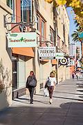 Walking Downtown Pasadena on Colorado Boulevard