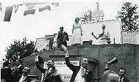 1915 Mary Pickford at a WWI war bond drive
