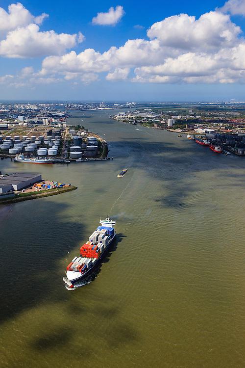 Nederland, Zuid-Holland, Rotterdam, 09-05-2013;<br /> containerschip Bernhard Schepers op de Nieuwe Maas. Ter hoogte van Pernis.<br /> QQQ<br /> luchtfoto (toeslag op standard tarieven)<br /> aerial photo (additional fee required)<br /> copyright foto/photo Siebe Swart