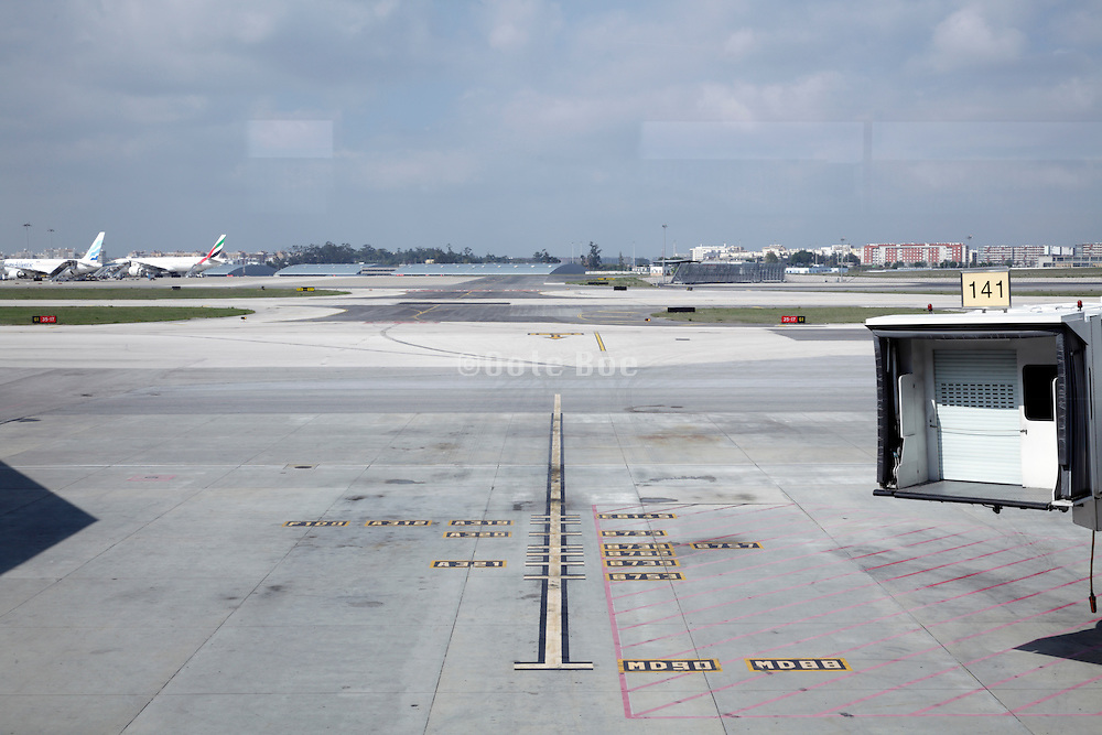 docking gate without airplane