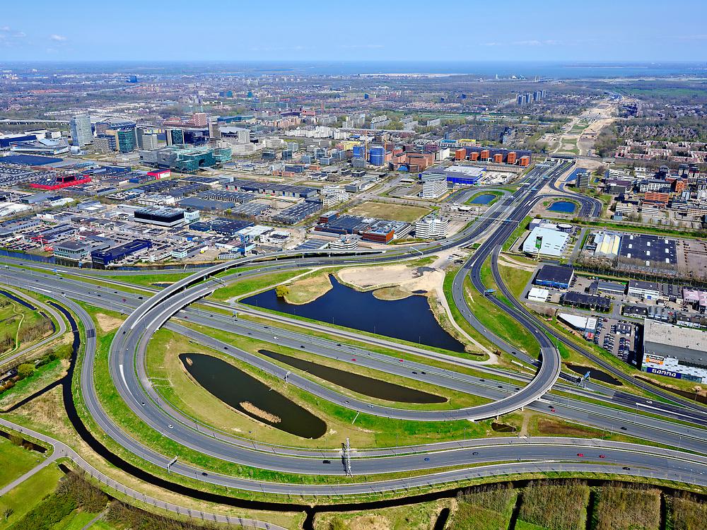 Nederland, Noord-Holland, Amsterdam; 17-04-2021; Knooppunt Holendrecht (tweede deel). Kruising A2 met Gaasperdammerweg, A9,  richting Gooi. <br /> Holendrecht junction (second part). Intersection A2 with Gaasperdammerweg, A9, direction Gooi.<br /> luchtfoto (toeslag op standard tarieven);<br /> aerial photo (additional fee required)<br /> copyright © 2021 foto/photo Siebe Swart