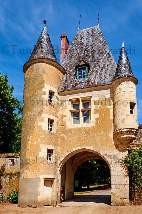 France, Cher (18), Berry, château de la Verrerie, porche d'entrée, route Jacques Coeur // France, Cher (18), Berry, the Jacques Coeur road, entrance porch, chateau de la Verrerie castle